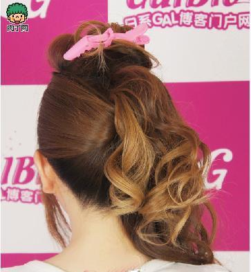 女生可爱发型diy教程 2012年最流行的卷发扎法