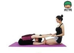 简单的减肥瘦身操瑜伽动作,帮助大家快速燃烧脂肪