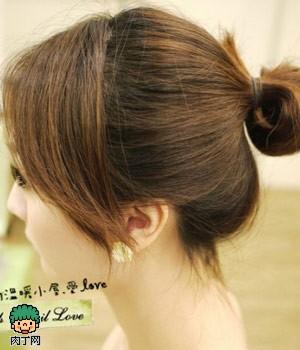 可爱发饰中发发型扎法图解 教你可爱丸子头怎么配发饰