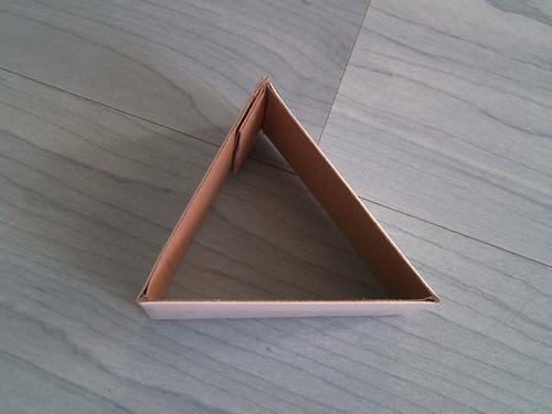 用纸板制作一个相框支架.