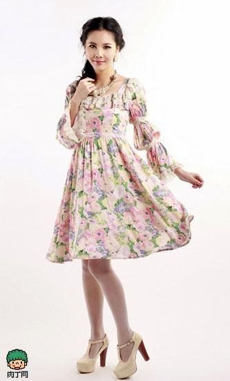 纱裙怎么搭配——田园风碎花蕾丝荷叶边连衣裙