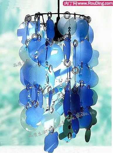 一串自制的蓝色风铃,能唤起很多美好的回忆,轻轻碰一下,能倾听到风
