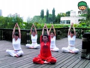 秋季润肺瑜伽四式:驱除浊气 深层呼吸(组图)