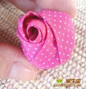 手工布花教程 教你简单漂亮的布艺玫瑰花蕾制作方法