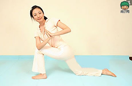 腰部减肥其实很简单3式瘦腰瑜伽动作掌握怎样减掉水桶腰