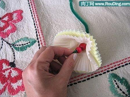 调剂生活小妙招:用蛋糕托做的美丽纸花教程