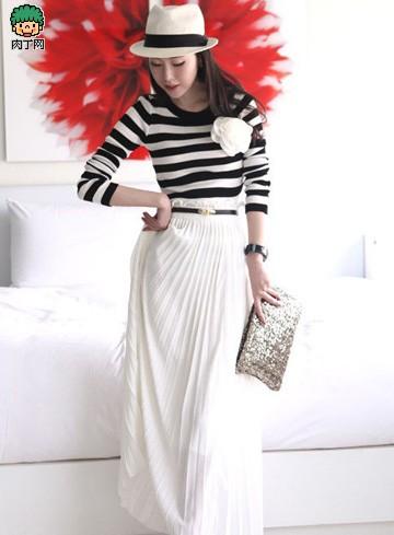 条纹针织衫+风琴褶半身裙