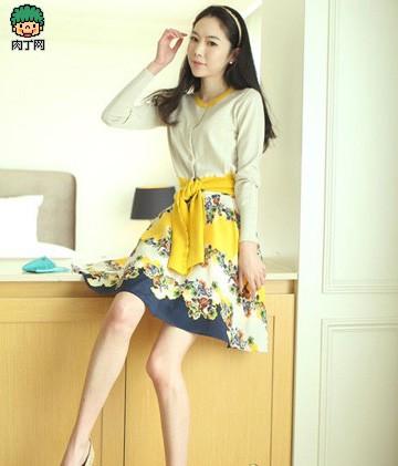 印花半身裙+针织衫