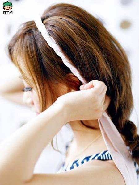 中长发型蓬松马尾辫的扎法