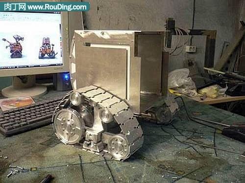 牛人自制Wall-E机箱