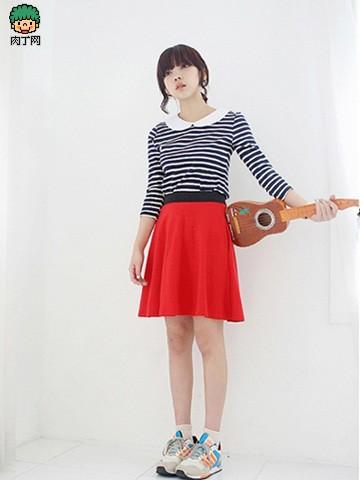 娃娃领条纹衫+短裙
