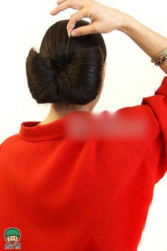 DIY抢眼发型Lady Gaga蝴蝶发髻怎么梳