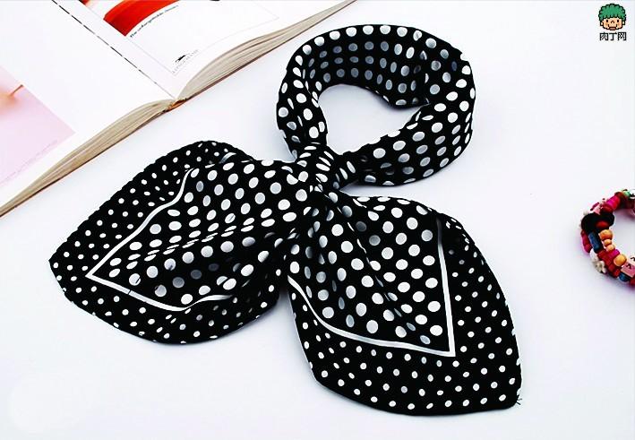 小丝巾的系法图解 几款唯美小丝巾搭配图片